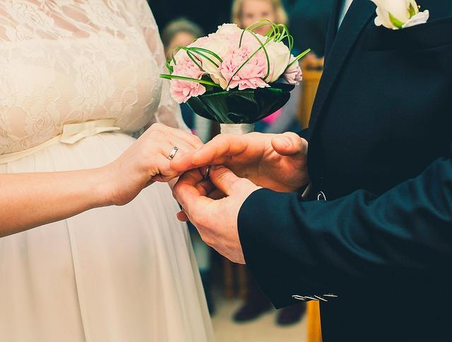 bride-926690_640